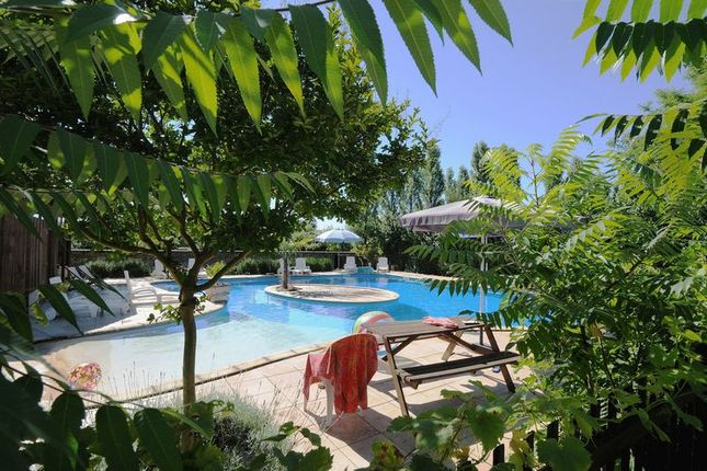 Thumbnail Property for sale in Gemozac, Charent Maritime, France