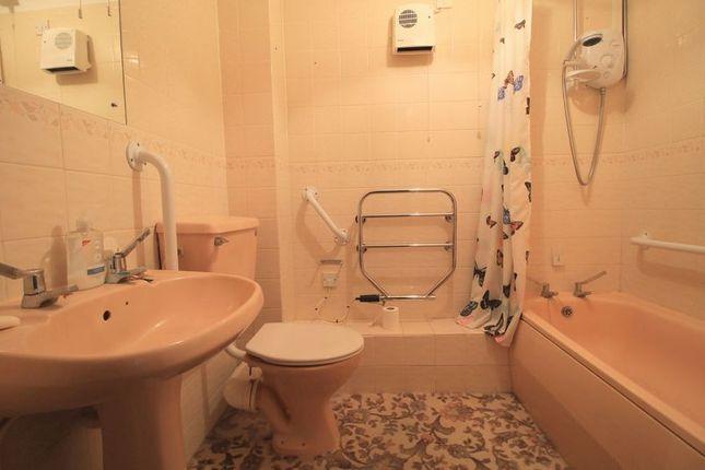 Bathroom of Cromwell Lodge, Barking IG11