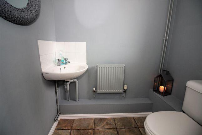 Juniper 4 Toilet of Juniper Drive, Brandon Groves, South Ockendon RM15