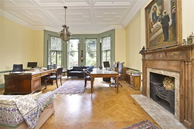 Thumbnail Flat for sale in Airlie Gardens, London