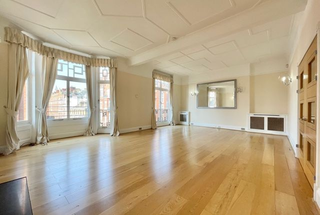Thumbnail Flat to rent in Chiltern Street, London