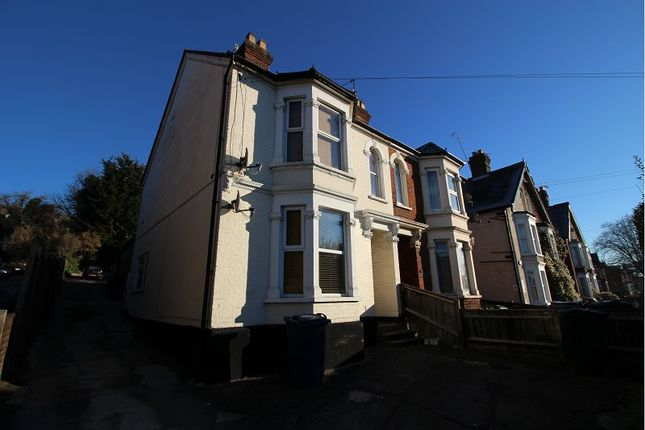 Thumbnail Flat to rent in West Wycombe Road, High Wycombe, Bucks