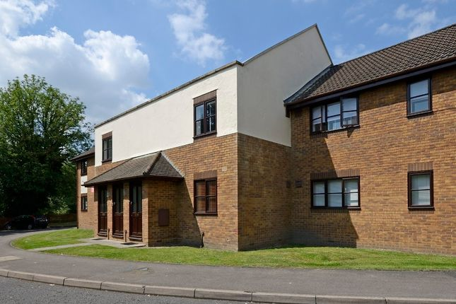 Thumbnail Flat to rent in Rudsworth Close, Colnbrook, Slough