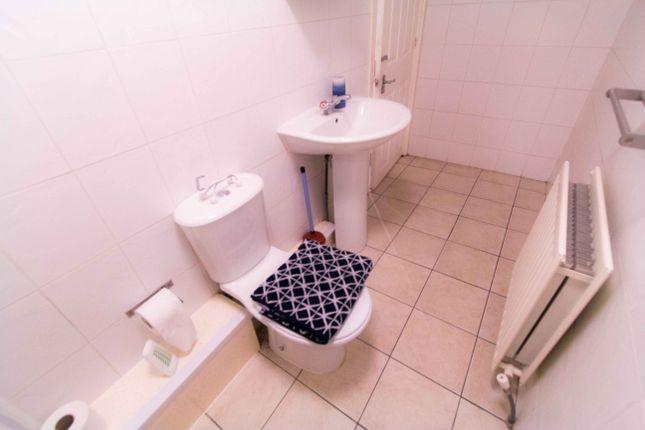 Bathroom of Flat 7, 11 Spring Road, Headingley LS6