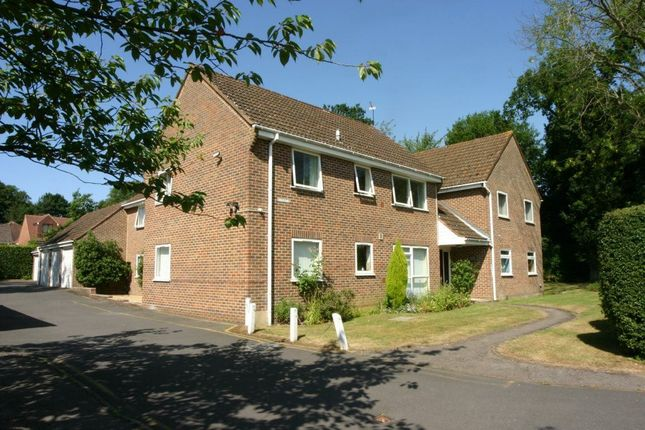 2 bed flat to rent in Sheilds Court, St Johns Road, Penn