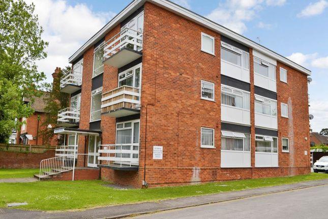 Thumbnail Flat to rent in Queens Court, Newbury, Berkshire