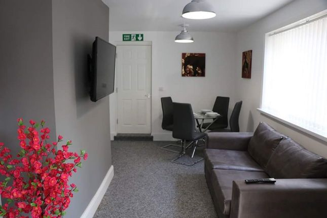 Thumbnail Shared accommodation to rent in Plane Street, Hull
