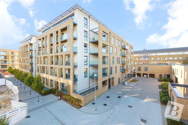 Thumbnail Flat for sale in Dunn Side, Chelmsford, Essex