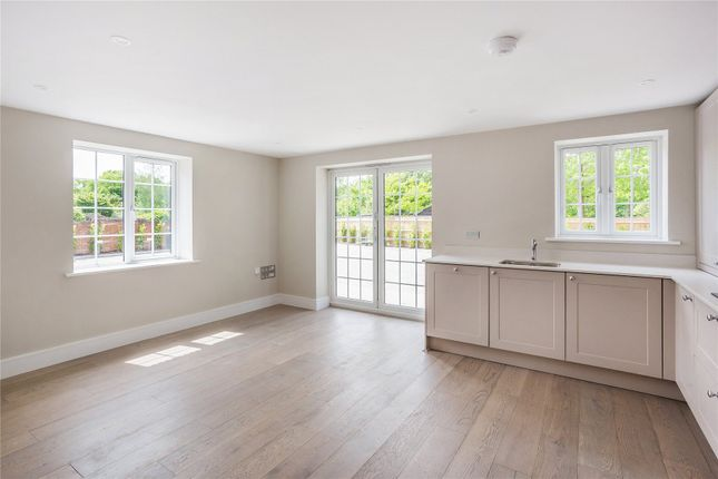 2 bed flat for sale in Chobham, Woking GU24