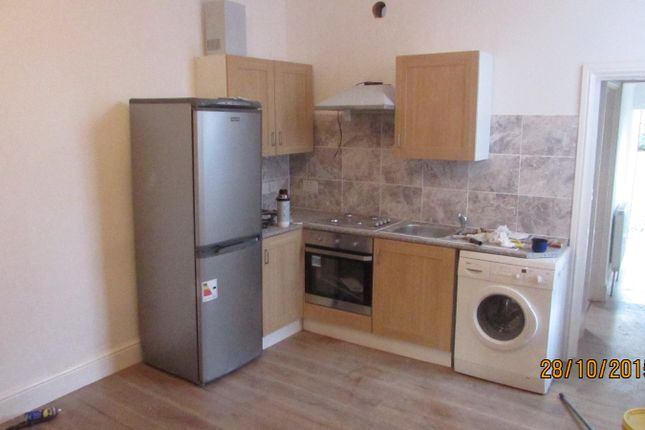 Thumbnail Flat to rent in Aldborough Road South, Ilford