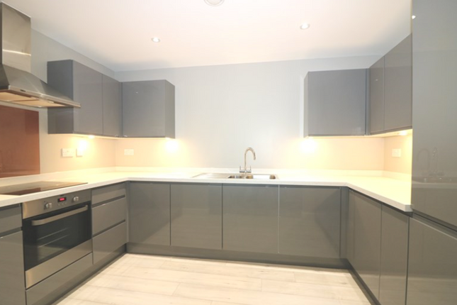 Thumbnail Flat to rent in Victoria Avenue, Southend- On-Sea