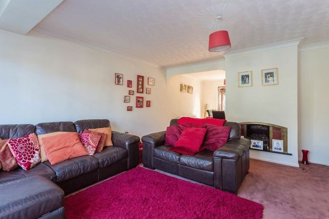 Thumbnail Detached house for sale in Oak View, Great Kingshill, High Wycombe