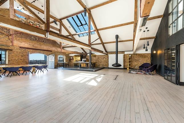 Thumbnail Flat to rent in Wapping Wall, London