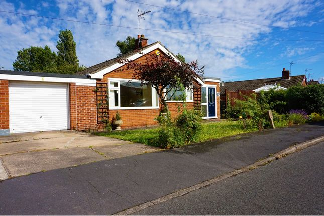 3 bed semi-detached bungalow for sale in Newfields Avenue, Doncaster