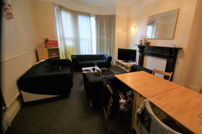 Thumbnail Terraced house to rent in Belle Vue Road, Hyde Park, Leeds