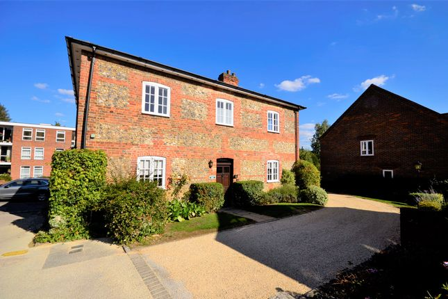 Thumbnail Flat to rent in Old Town Farm, Great Missenden, Buckinghamshire