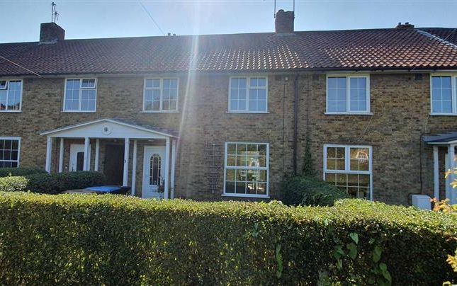 Thumbnail Terraced house to rent in Gainswood, Welwyn Garden City