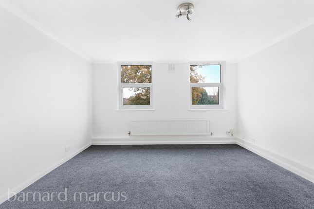 1 bed flat to rent in Portsmouth Road, Thames Ditton KT7