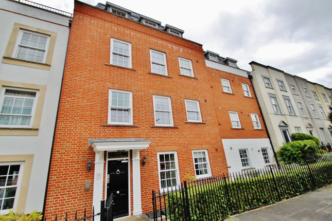 Thumbnail Flat to rent in High Road, Woodford Green, Essex