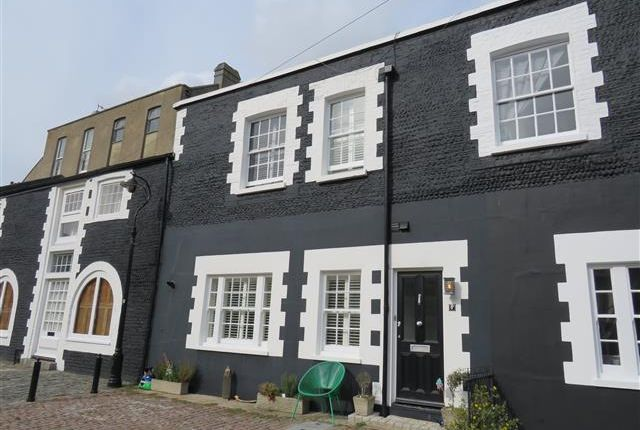Thumbnail Property to rent in Kemp Town Place, Brighton