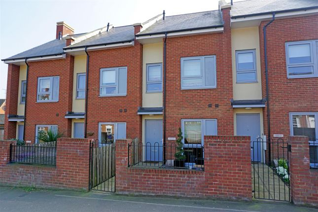 Thumbnail Terraced house for sale in Capswell Court, Hitchin