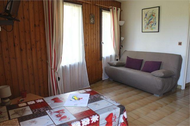 Apartment for sale in Provence-Alpes-Côte D'azur, Hautes-Alpes, Saint Leger Les Melezes