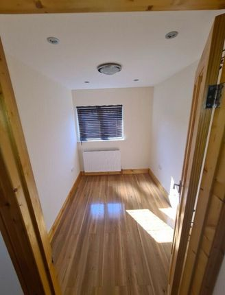 3 bed property to rent in Ruskin Gardens, Romford RM3