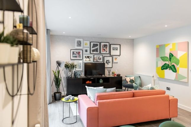 Flat for sale in Seven Sisters Road, London