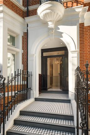 Entrance of Five Palace Court, Bayswater, London W2