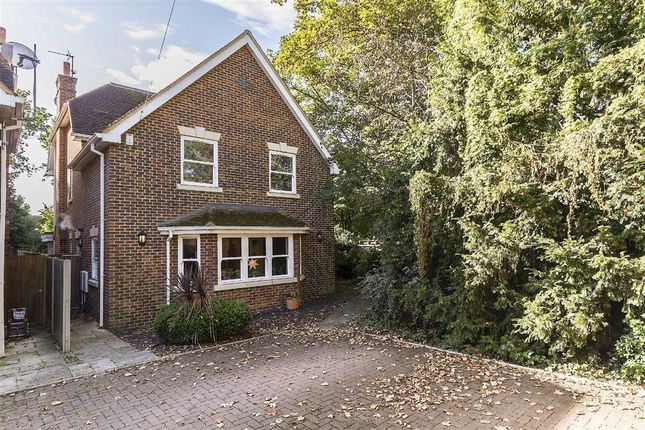 6 bed detached house for sale in Warwick Close, Hampton