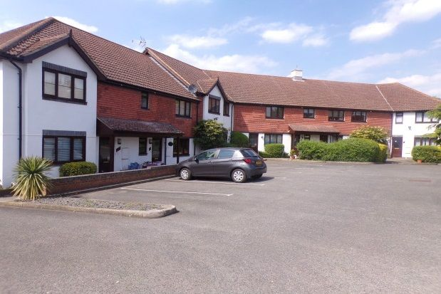 2 bed flat to rent in Turners Place, South Darenth