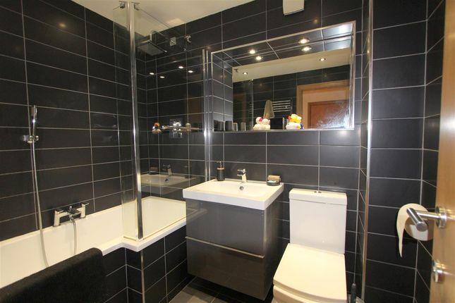 Bathroom of Denman Drive, Liverpool L6