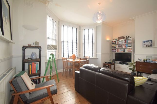 2 bed flat to rent in Tierney Road, London