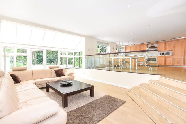 Thumbnail Flat to rent in Claire Court, Fairway Avenue, Reading, Berkshire