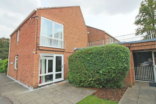 1 bed flat to rent in The Beeches, Andover, Hampshire SP10