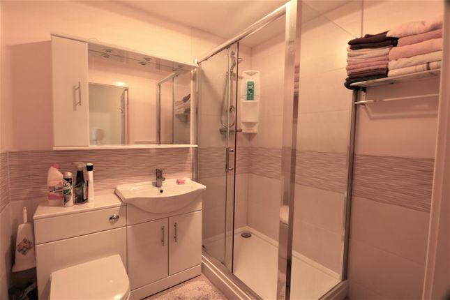 58 Leatham Avenue Bathroom