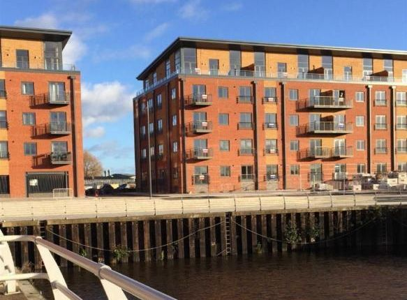 Thumbnail Flat to rent in Woodhouse Close, Worcester