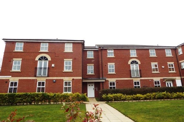 2 bed flat to rent in Kestrel Court, Burntwood