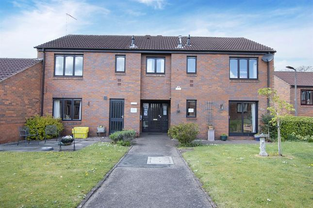1 bed flat for sale in Peakes Croft, Bawtry, Doncaster DN10