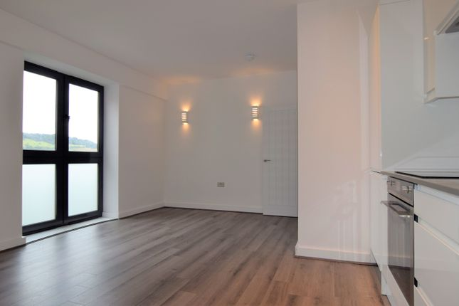 1 bed flat to rent in Vista House, Lincoln Road, Dorking, Pixham RH4