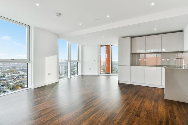Thumbnail Flat to rent in Nine Elms Point, Haydn Tower, Vauxhall