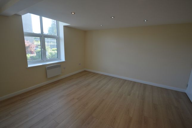 Thumbnail Duplex to rent in Armley Road, Leeds