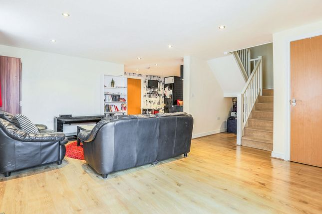 Thumbnail Maisonette for sale in Commonwealth Drive, Crawley