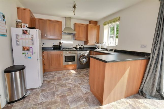 Thumbnail Town house to rent in Field View, South Milford, Leeds