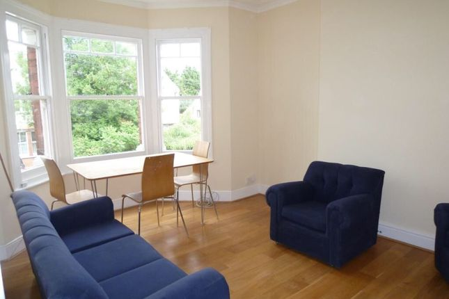 3 bed flat to rent in Salisbury Road, London