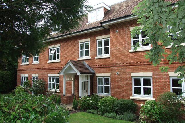 Thumbnail Flat to rent in The Avenue, Tadworth