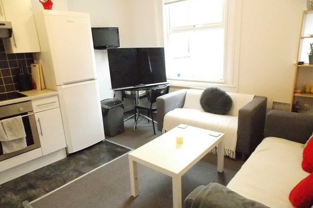 Thumbnail Flat to rent in Holdenhurst Road, Bournemouth, Bournemouth