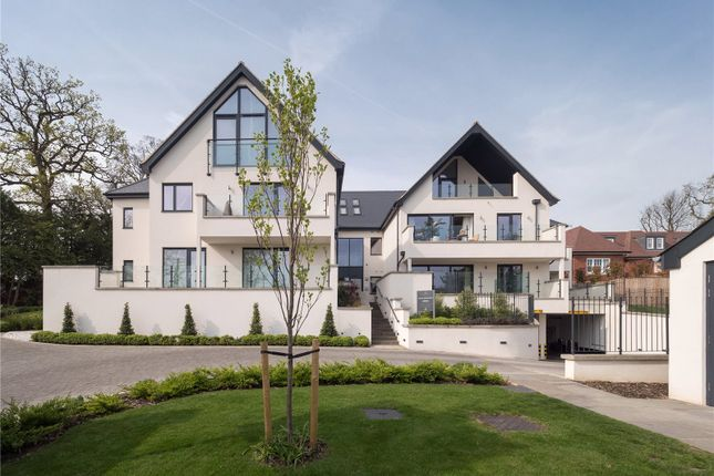 Thumbnail Flat for sale in South Park Crescent, Gerrards Cross, Buckinghamshire