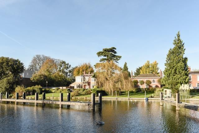 Thumbnail Flat for sale in Marlow, Buckinghamshire