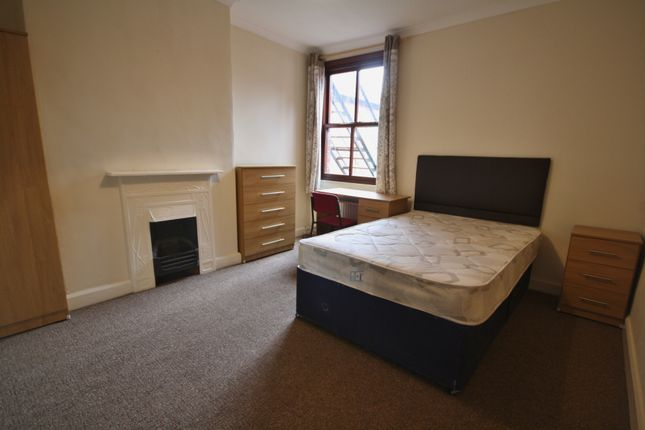 Thumbnail Town house to rent in Glenfield Road, Leicester LE3, Near Dmu